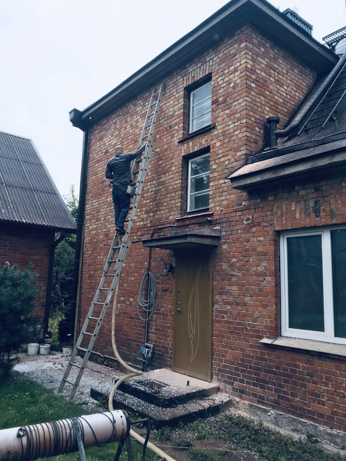Namų šiltinimas - seno namo sienos šiltinimas